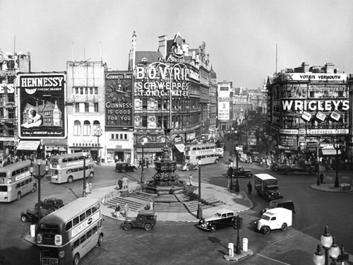 PICCADILLY CIRCUS LONDON 1960 / Anonym
